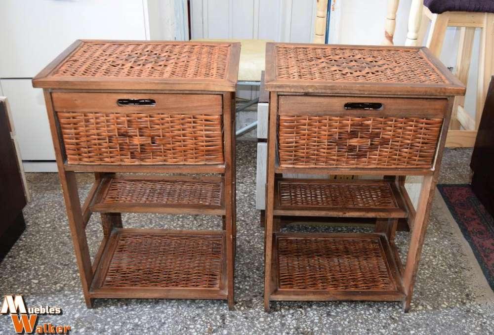 Mueblecitos de mimbre con 2 estantes fijos y un cajón