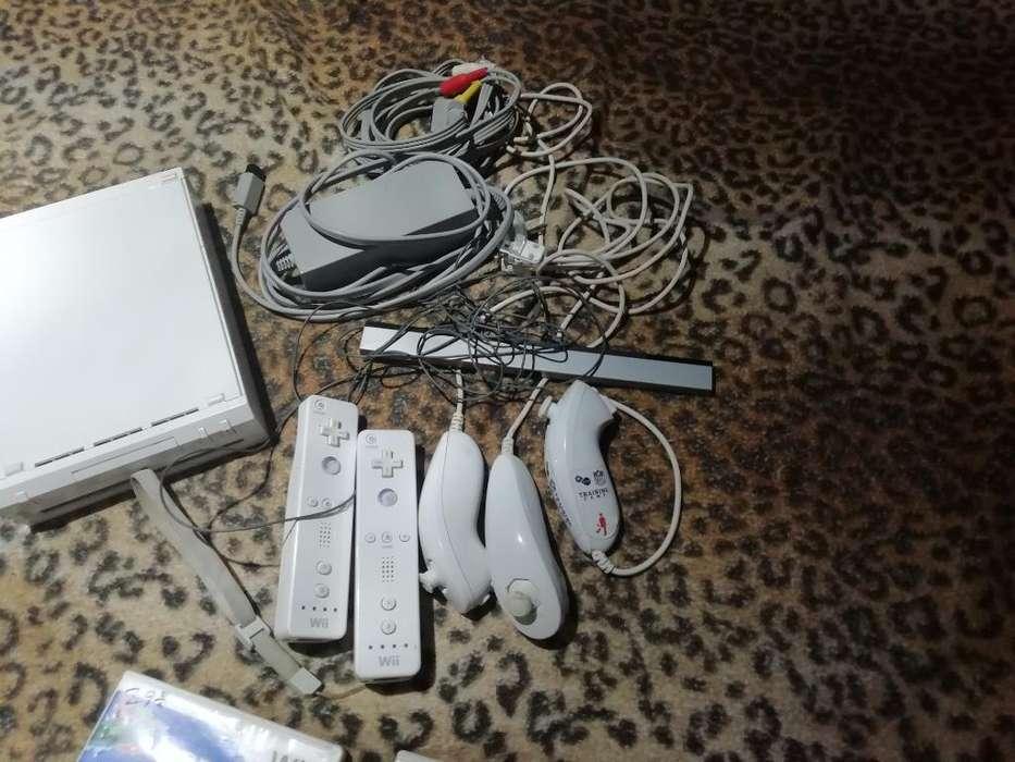 Nintendo Wii con Controles Y Discos