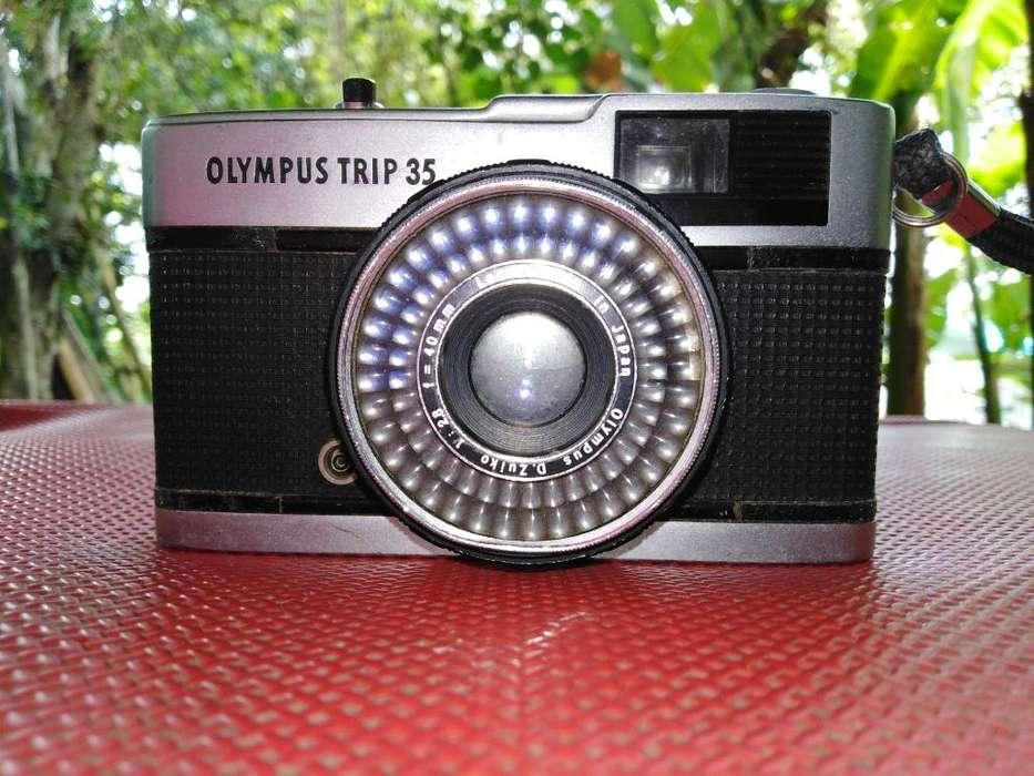 Camara Olympus Trip 35