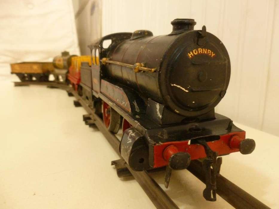 Tren HORNBY a cuerda, con vias