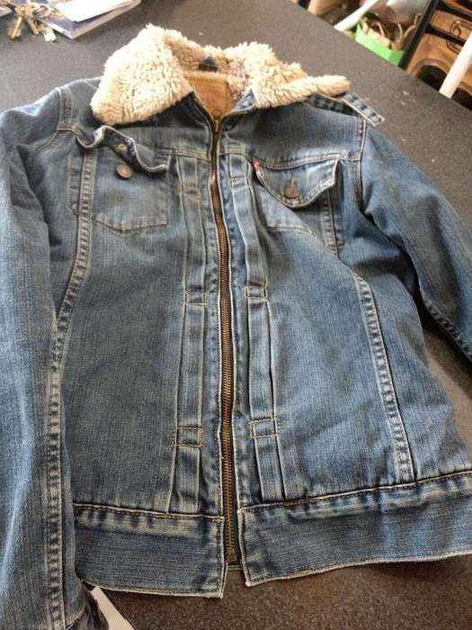 Campera <strong>levis</strong> Talle L