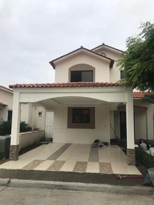 Alquilo/Villa/Cceleste