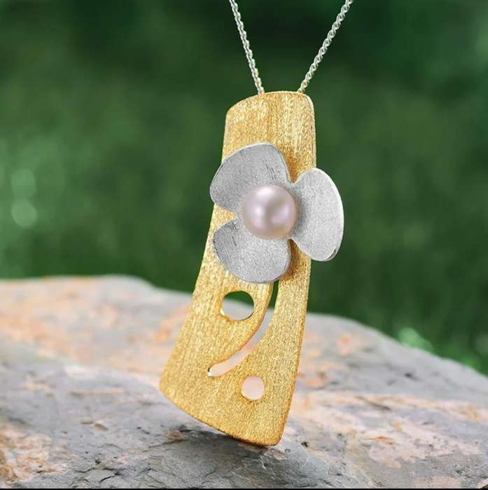 b9692f29e152 Collar de Plata 925 Flor y Perla con baño de  strong oro