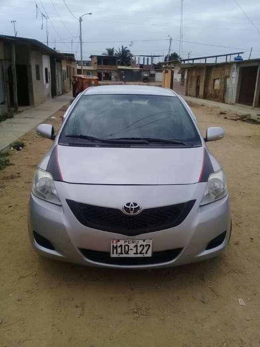 Toyota Yaris 2012 - 140000 km