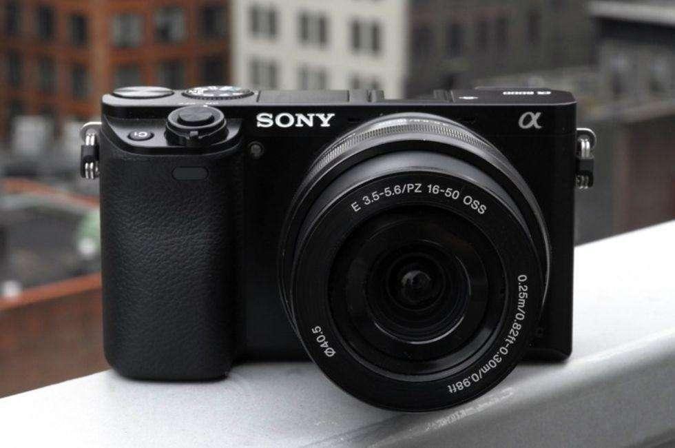 Sony Alpha A6000 Con Lente De 16-50mm Estuche