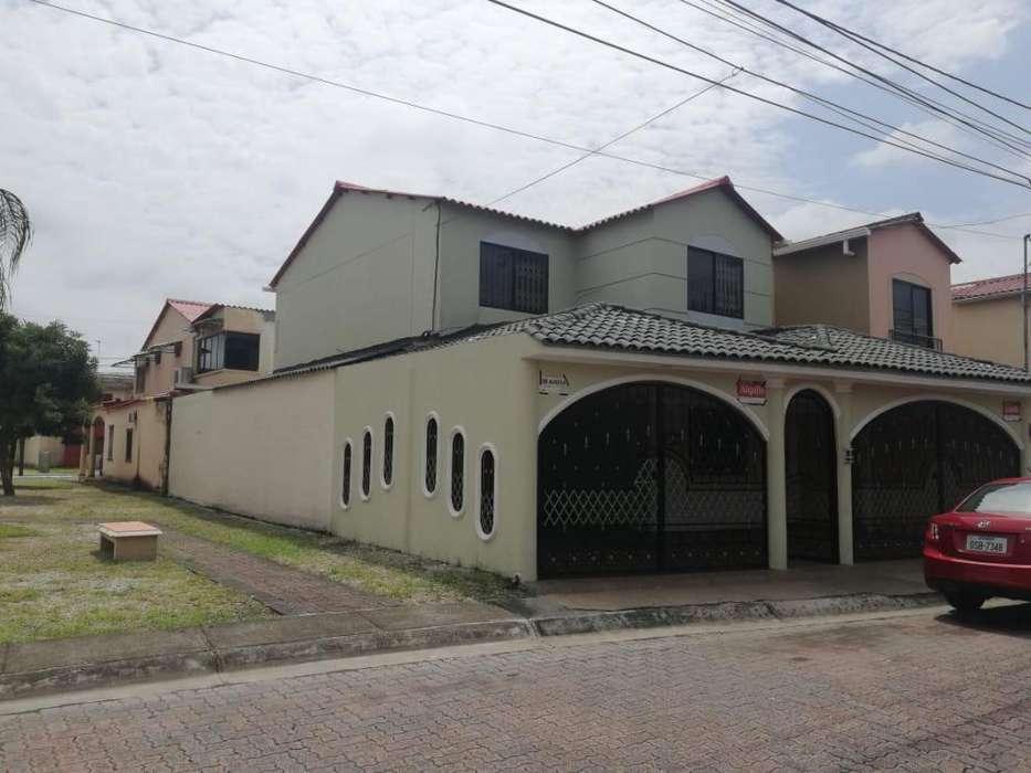 Urb. Villa Club Et. Cosmos Alquilo Preciosa Villa Dos Plantas 5 - 11