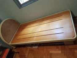 Juego Dormitorio Laqueado. Cama 1plaza y 1/2  Escritorio/cómoda y mesa de  luz