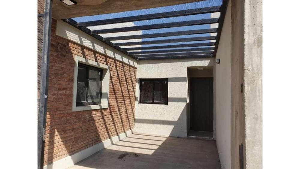 Duplex En Barrio Norte 2 Dorm. 100 - UD 60.000 - Casa en Venta