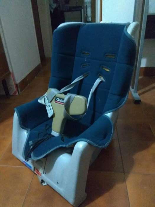 Silla de bebe para auto usada hasta 18 kilos.