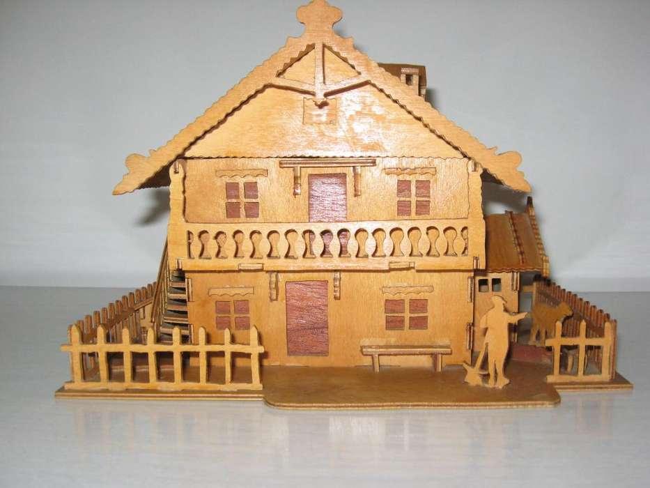 Casita de madera de juguete tallada a mano 400