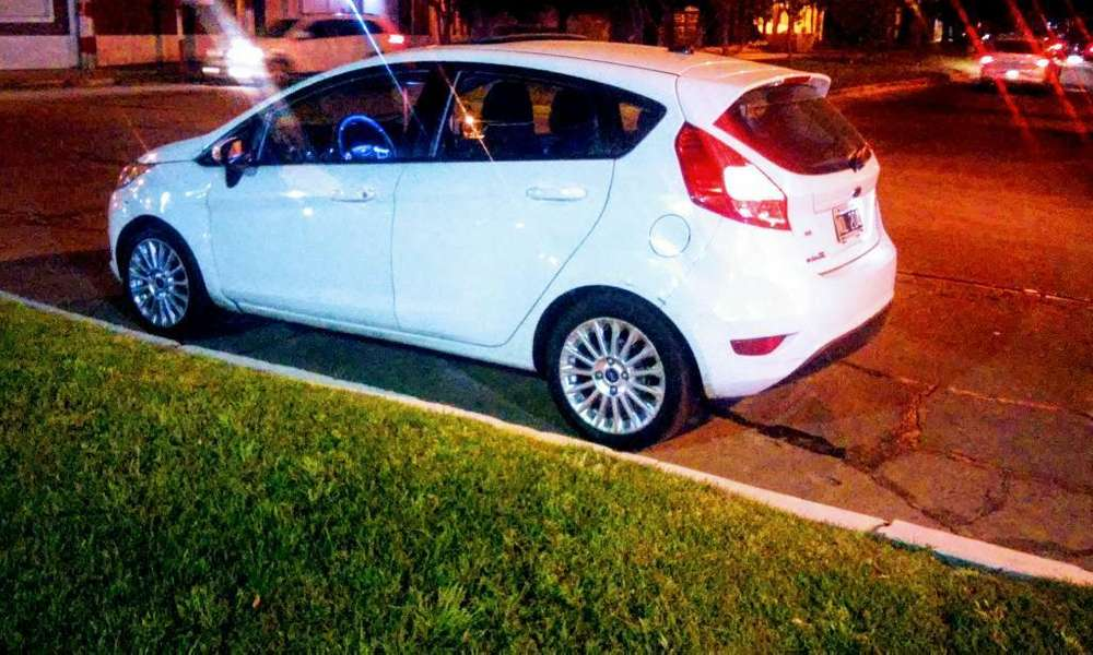 Ford Fiesta  2014 - 105000 km