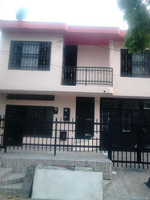 se arrienda <strong>casa</strong> barrio candido