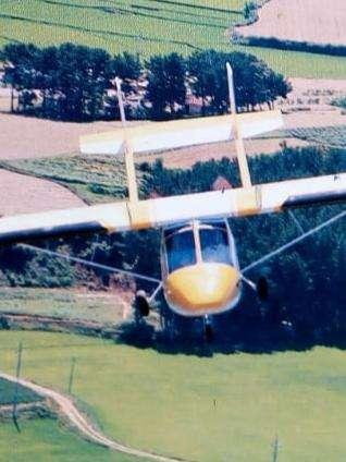 Vendo excelente avión wizard con planos abatibles y doble cola