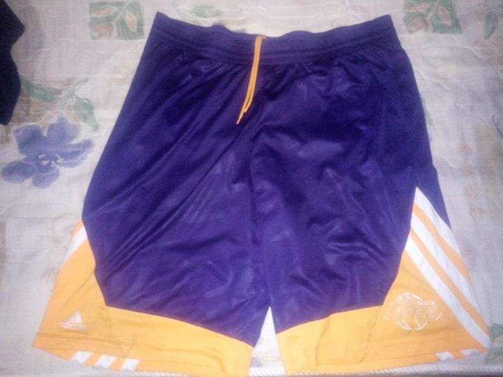Short adidas nba Lakers original,talle xl