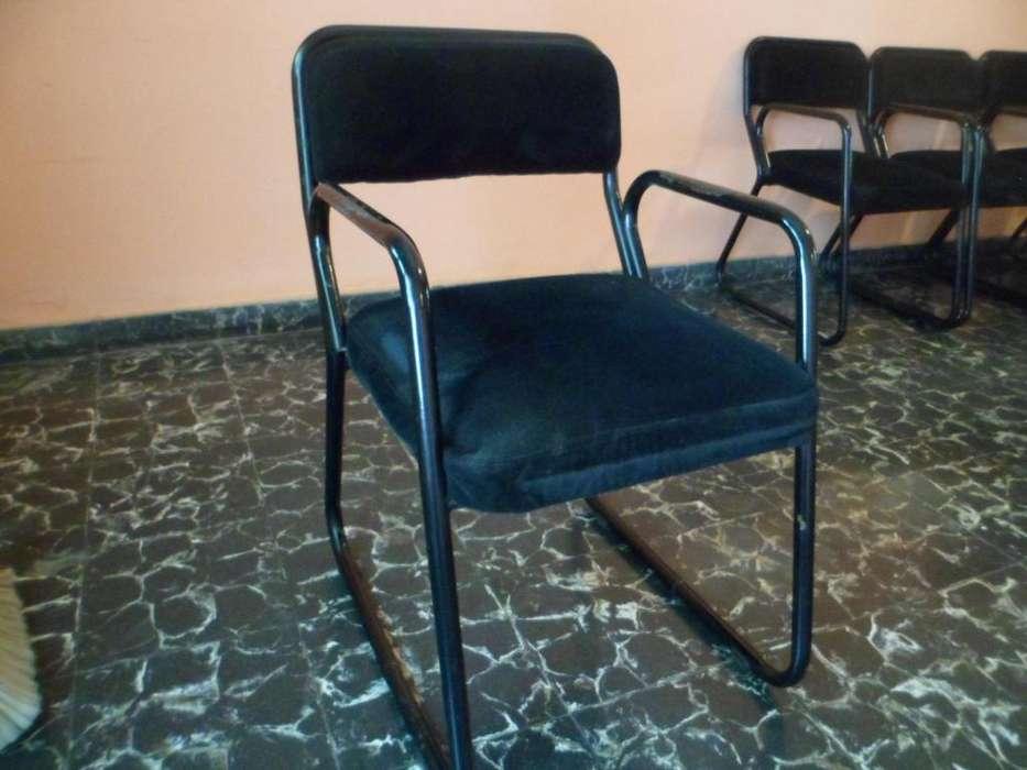 Sillas-sillones para mesa, reforzados, usados.