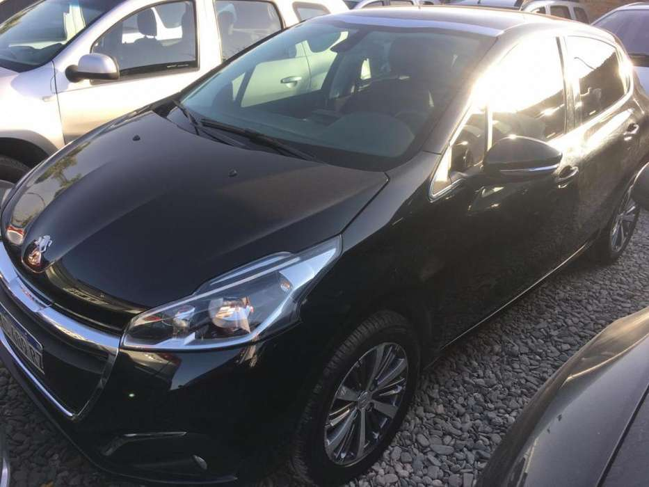 Peugeot 208 2018 - 18000 km