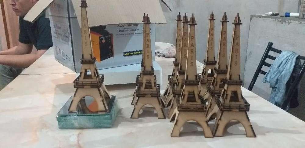 Torres Eiffel con Base de Vidrio