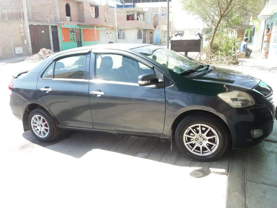 Toyota Yaris 2012 - 99200 km