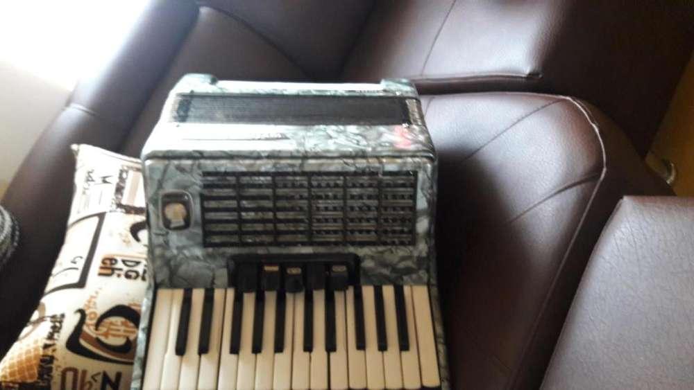 Se vende acordeon italiano weltmaster 3185083183
