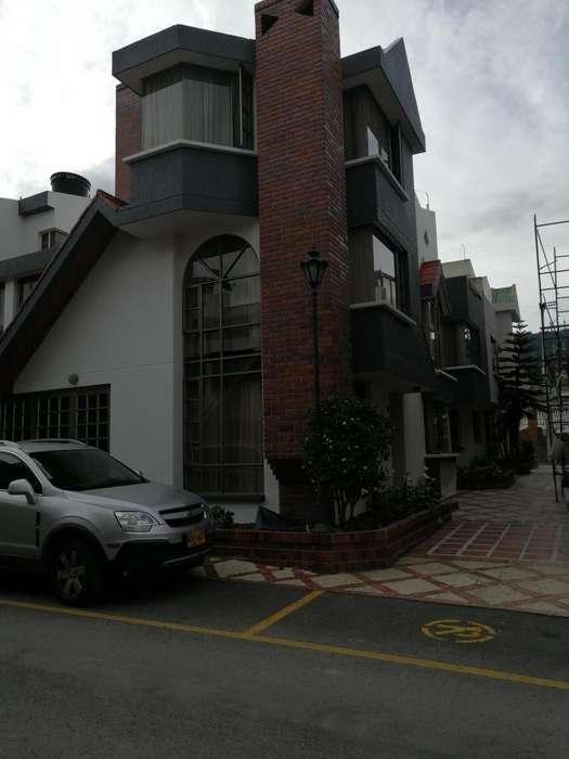 Venta casa 3 pisos, conjunto cerrado, esquinera. Duitama Boyacá.