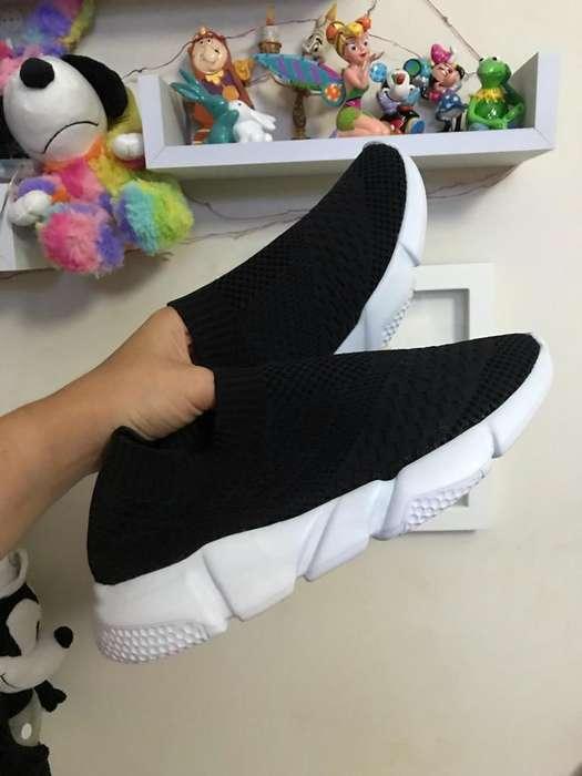 Zapatillas Negras de Tela Talla 8.5