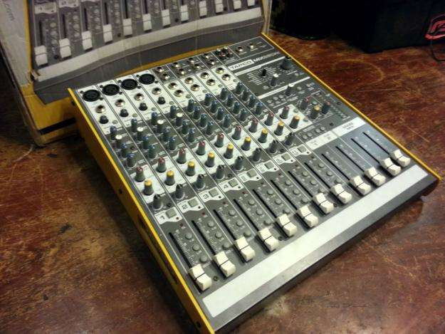 PERMUTO por notebook Mixer Consola Tapco Mix260fx By Mackie 12 Canales 4St 4Mo