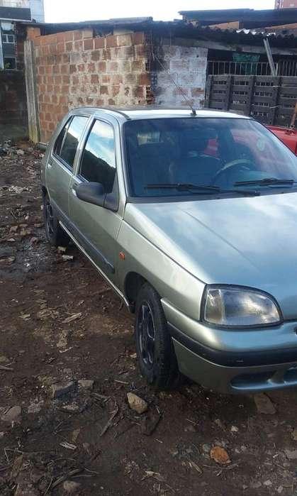 Renault Clio  1998 - 1500 km