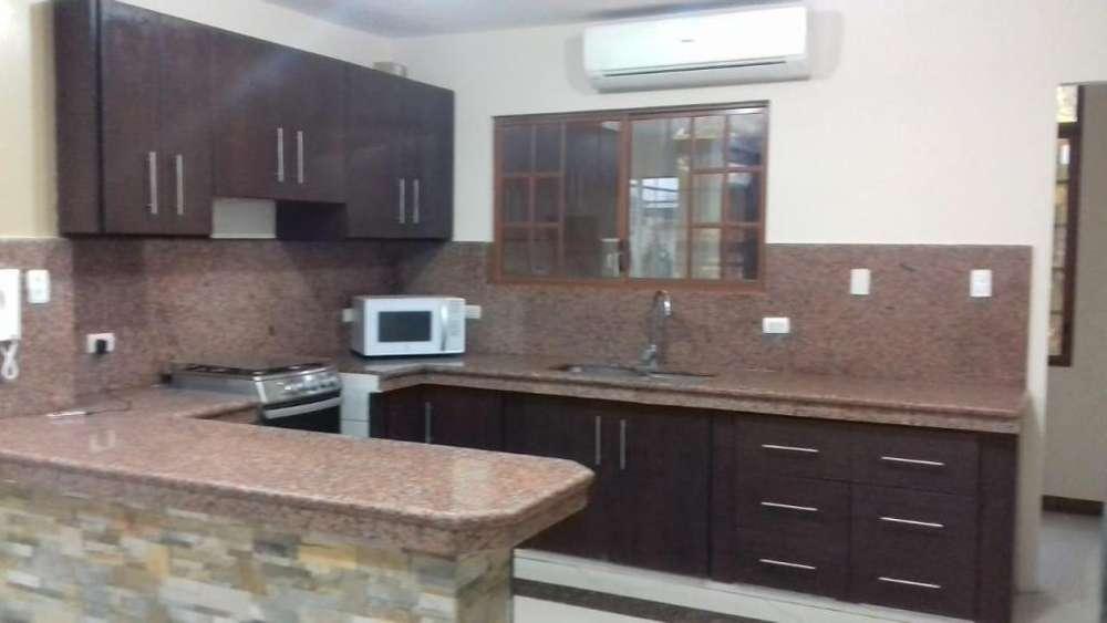 Se alquila departamento amplio duplex de 3 dormitorios con estudio y garaje 2 vehiculos
