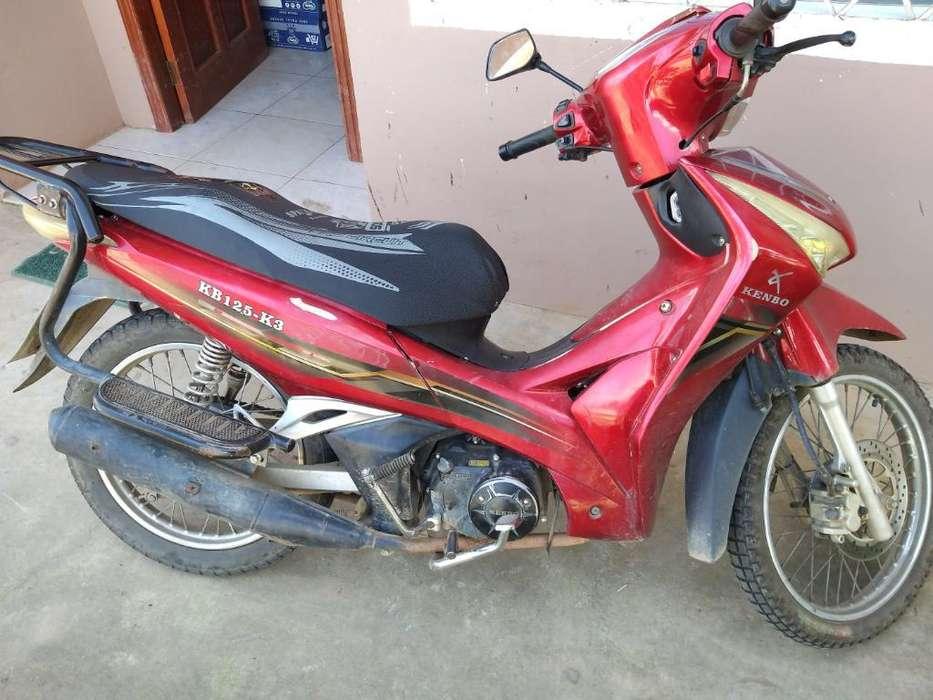 Motoneta Kembo. Motor 125