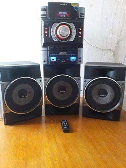 """""""EQUIPO SONY"""" (MOD. HCD- GTR6); 3 PARLANTES, C. REM. BLUTHUOOTH ,POTENTE. Oferta S/. 450 ( CUSCO)"""