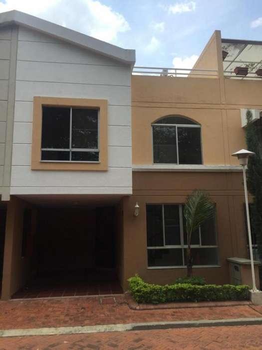Casa Condominio En Venta En Cali <strong>ciudad</strong> Jardín Cod. VBINH-734