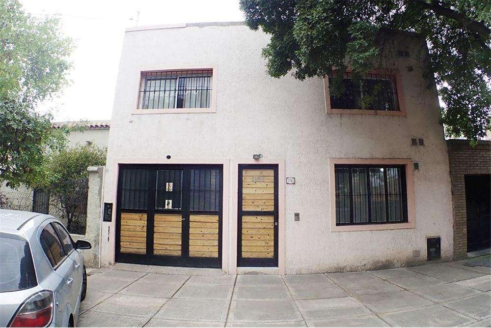 Casa tipo duplex, ideal consultorio y depto arriba