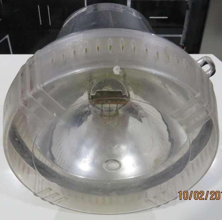 VENDO Luz Strober CHAUVET 2000S usada