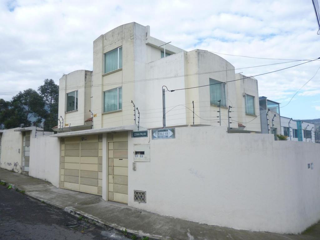 venta casa condado shopping, estadio LDU, Diego de Vasquez, Ponceano, Marisol