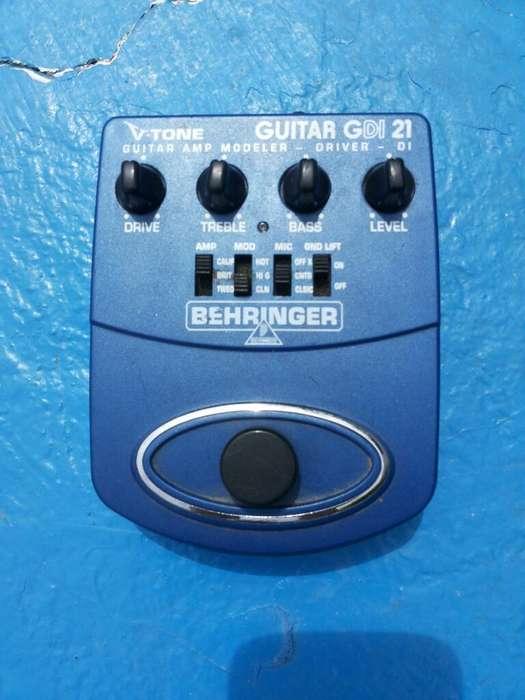 Pedal Behringer V Tone preamp y simulador de caja parlante