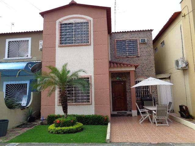 Vendo Casa Urb. La Joya Etapa Platino