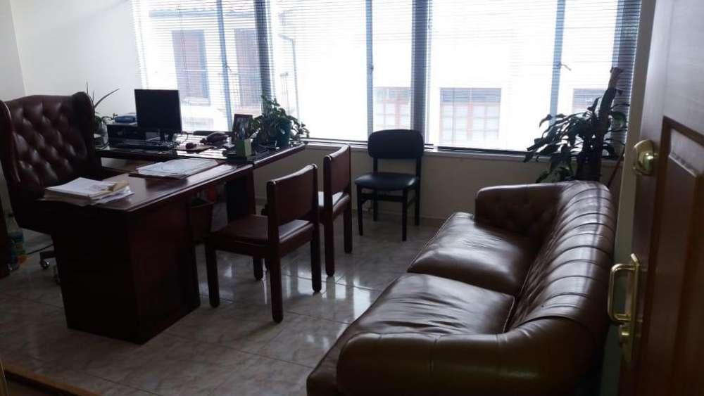 Se vende linda <strong>oficina</strong> bien ubicada en el centro de Bogota cerca a todo juzgados, universidades, bancos todo.