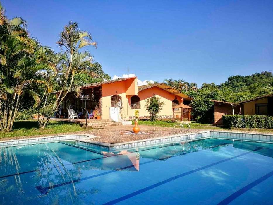 Casa de <strong>campo</strong> con piscina PRIVADA. Finca grande en La Mesa. A 90 min de Bogotá