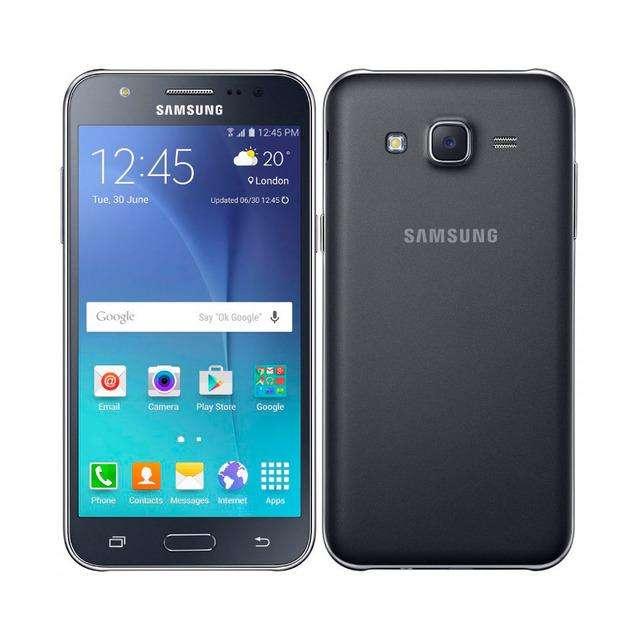 Samsung Galaxy J5. Con forro negro incluido