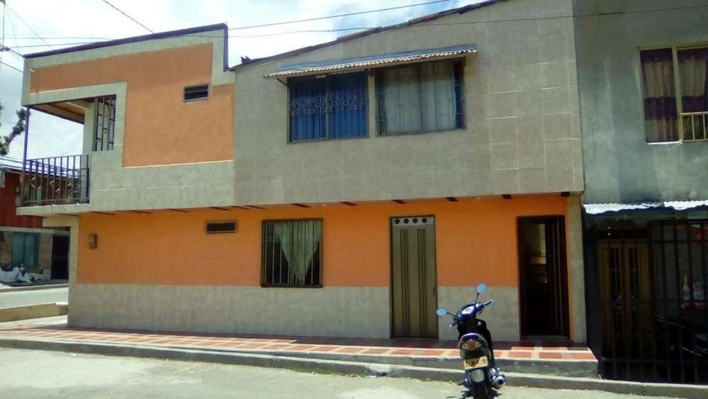 Vendo Casa Esquinera de dos Pisos entradas independientes, con Gas Natural
