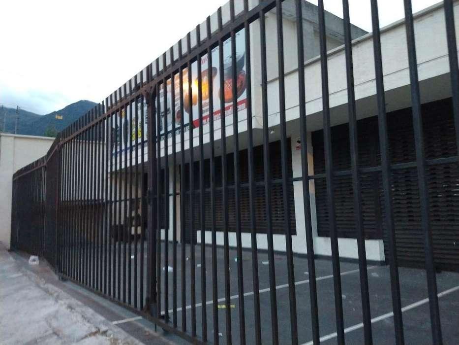 Arriendo/ Renta/ Alquiler Local Comercial con Terraza Sector Las Casas