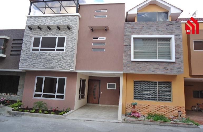 P1192  Casa en Venta dentro de Condominio Sector