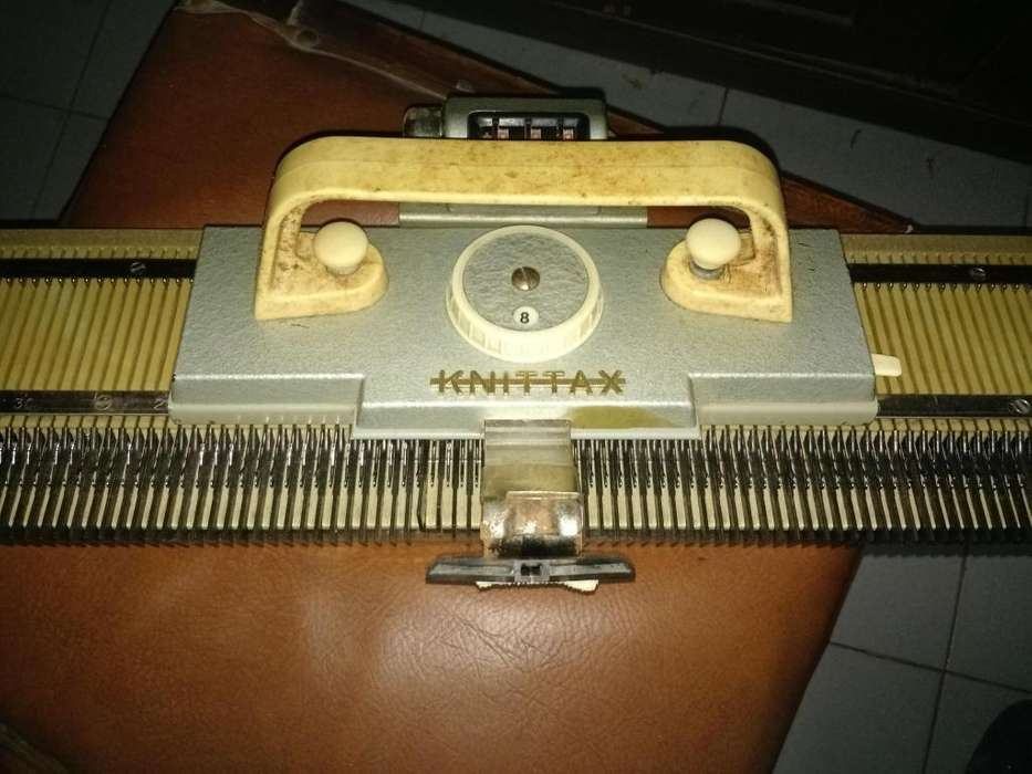 Vendo Maquina de Tejer Knittax Original
