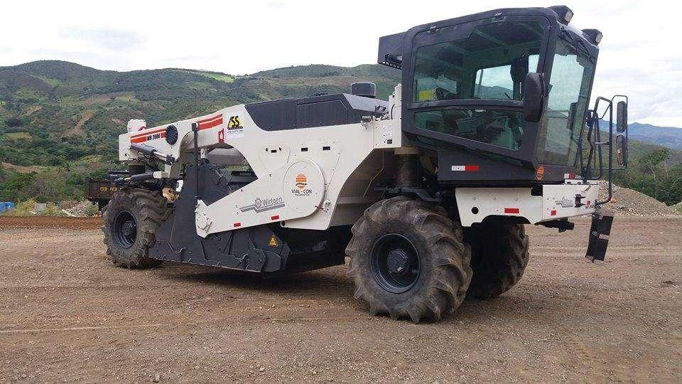 RECICLADORA PAVIMENTO WIRTGEN MODELO WR2000, trabajos de reciclado y estabilización de suelos. alquiler