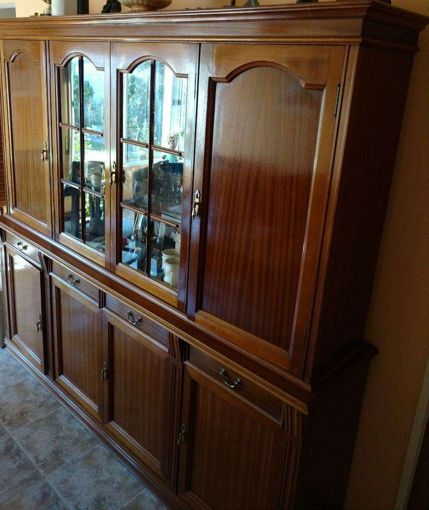 Mueble para Comedor con Vitrinas