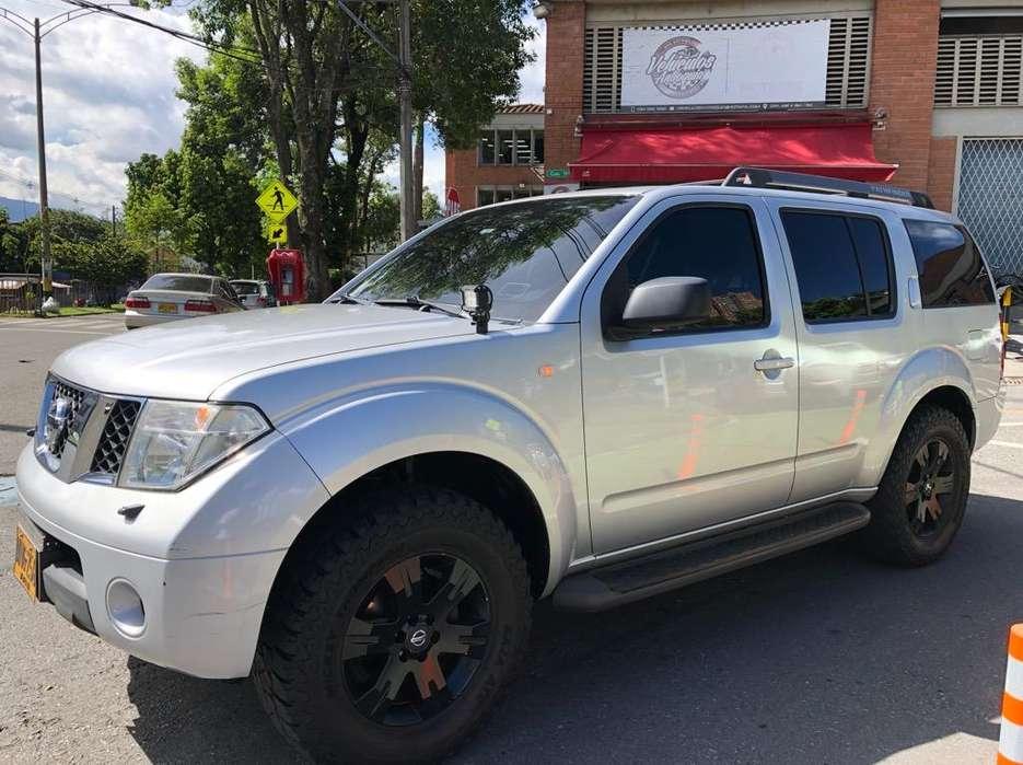 Nissan Pathfinder 2006 - 140000 km