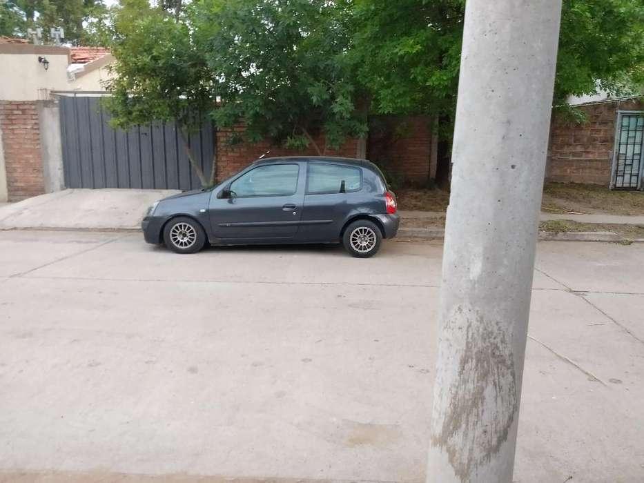 Renault Clio  2004 - 2000 km