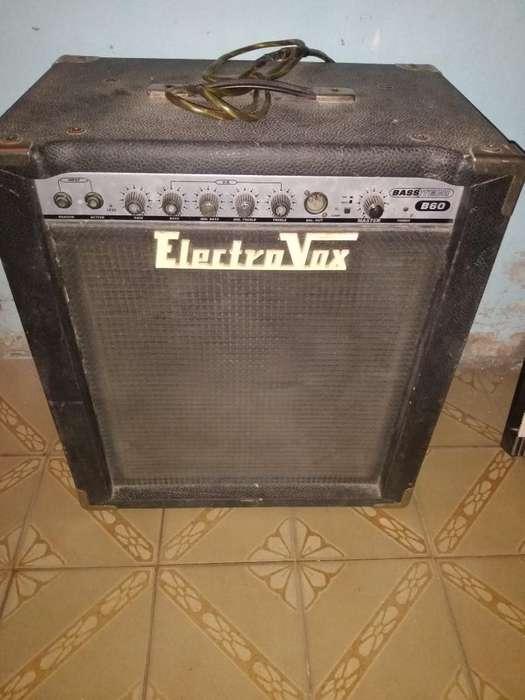 Vendo Amplificador para bajo 60w