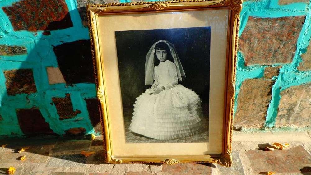 cuadro de madera y yeso foto niña de comuniòn año 1963
