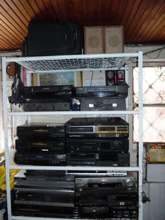 VENDO LOTE DE BETAMAX VHS DVD VCD VALOR 150000 TODO. UNOS SIRVEN OTROS NO SIRVEN.